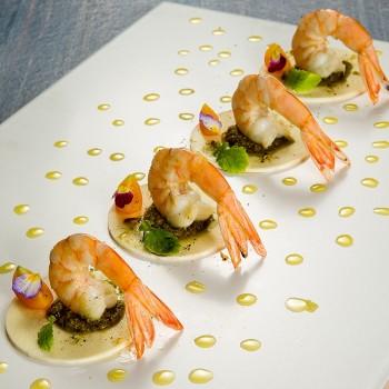 Carpaccio de pupunha com pesto e camarão